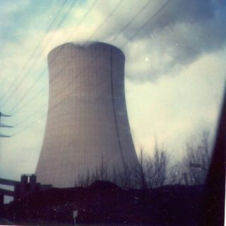 Anfang der 80er, da war der Kühlturm vom Kraftwerk Voerde noch recht neu.